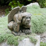 Cadred medium Gargoyle medieval concrete statue for garden