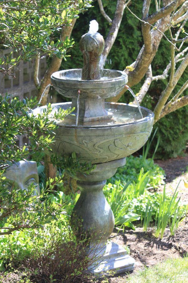Dragonfly Fountain, concrete for garden or patio
